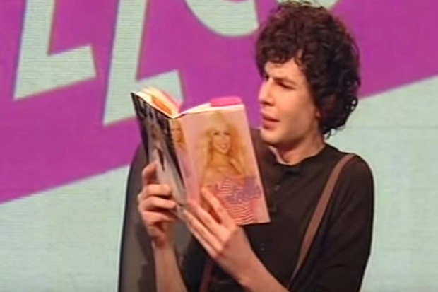 Simon-Amstell-reading-Chantelle-s-book-832032